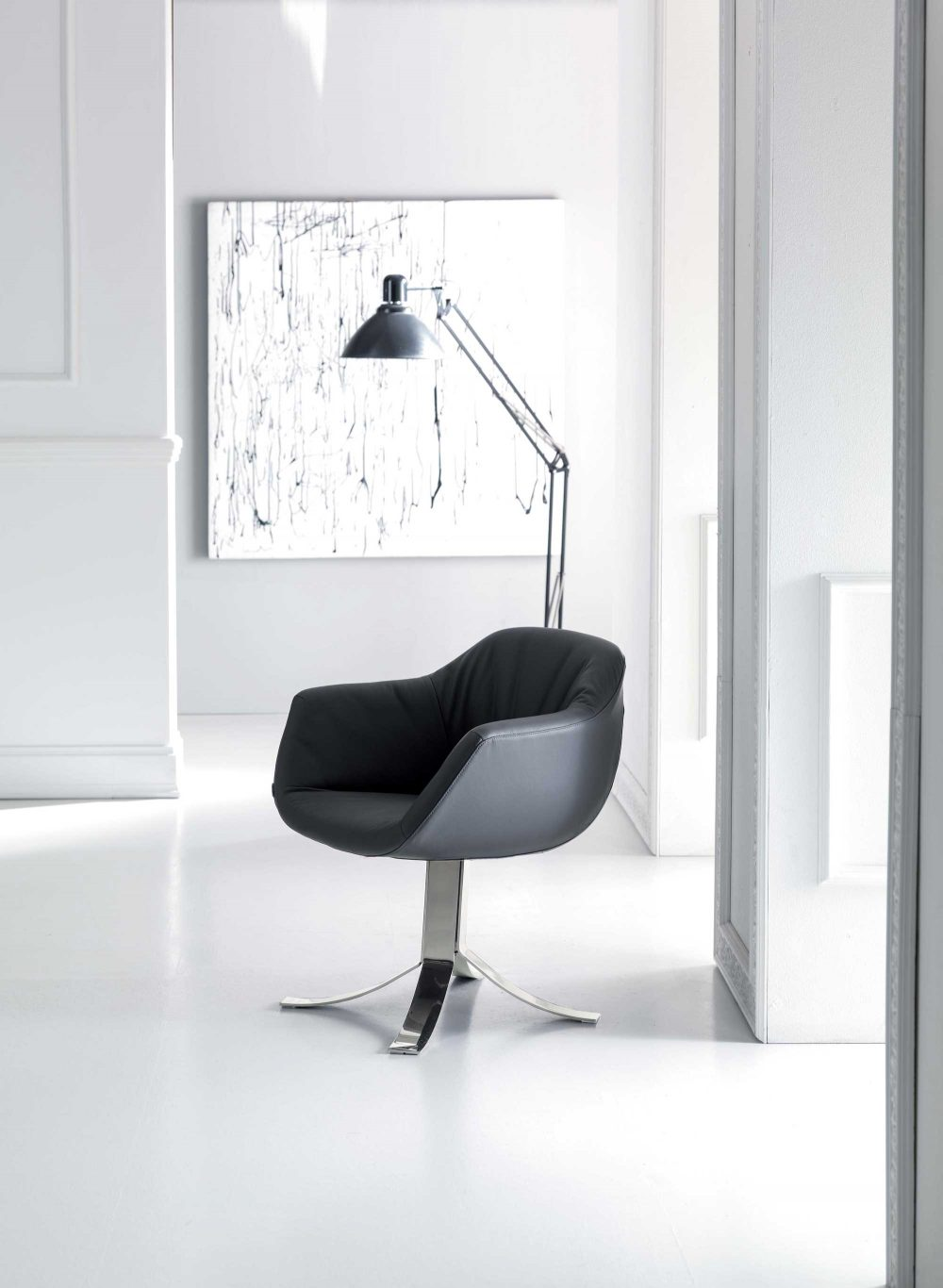 Nelly Swivel Armchair Leather